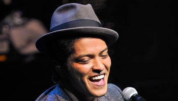 Bruno Mars Performs in London