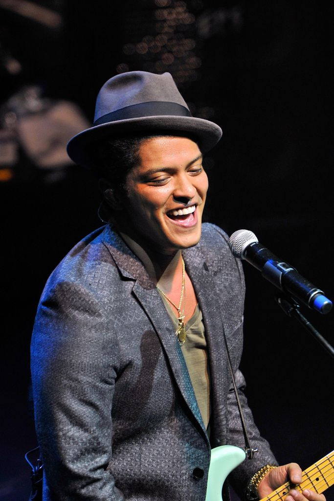 Bruno Mars Performs in London